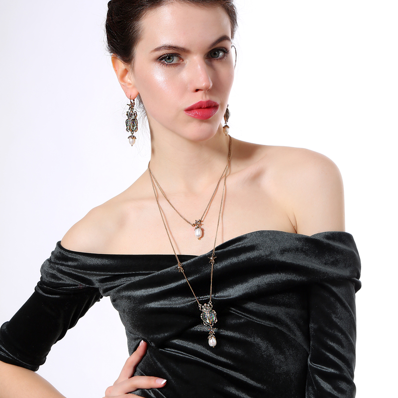 Wholesale Lots Bulk New Trendy Romantic Punk Necklace Alloy Skull Resin Crystal Insect Cultured Pearl Tassel Necklace Jewelry