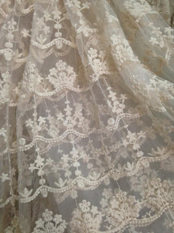 crèmekantenstof met vintage bloemenpatronen, een - Kunsten, ambachten en naaien