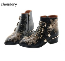 Украшенные заклепками короткие ботильоны Черный Кожаный Тройной Туфли с ремешком и пряжкой женские мотоциклетные ботинки женские Обувь на низком каблуке