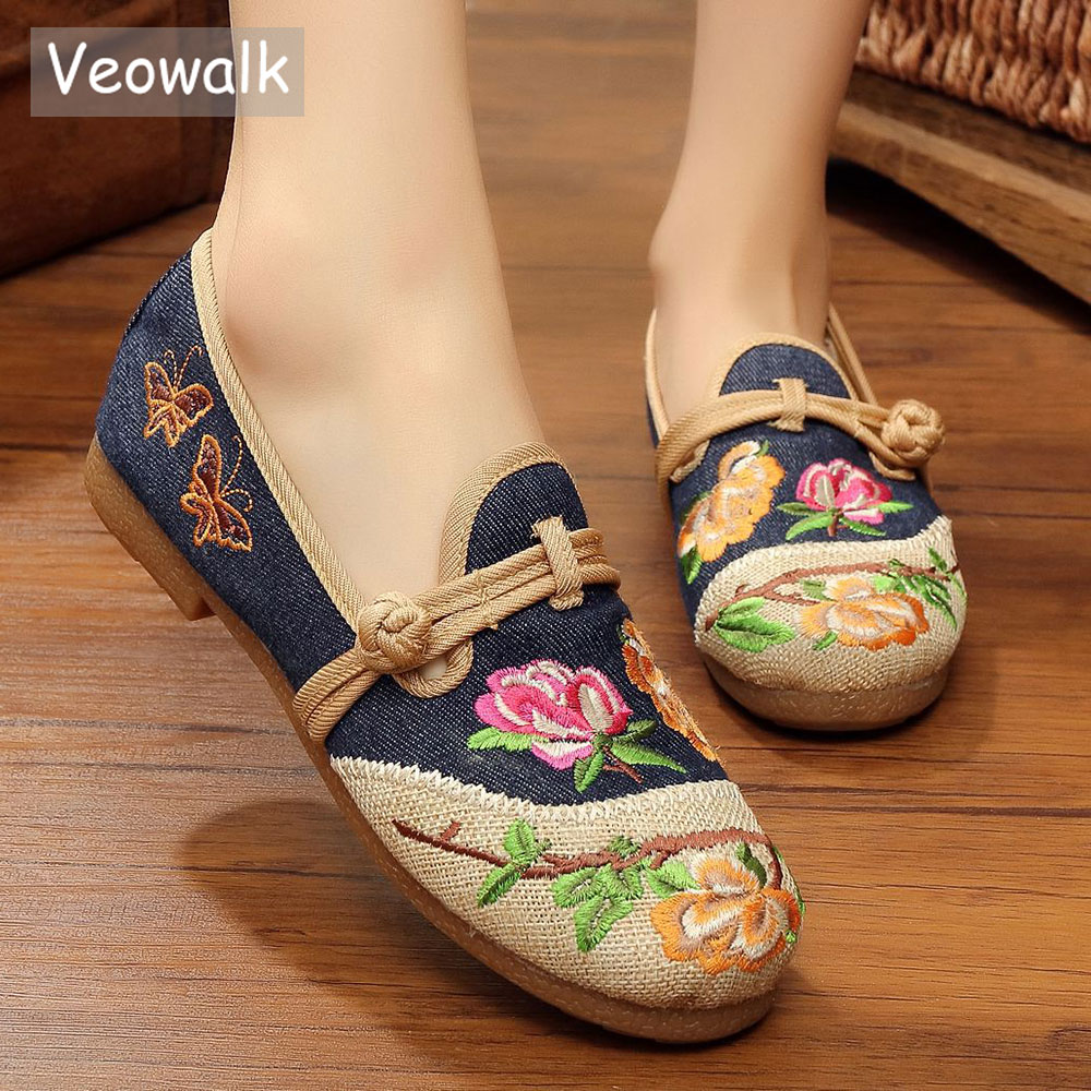 Veowalk Spring Vintage Women Flat Loafers Chinese Style Flower Embroidered Elegant Ladies Slip on Walking Cotton Canvas Shoes veowalk chinese painting plum flower embroidered women canvas flat espadrilles fashion ladies comfort driving loafers shoes