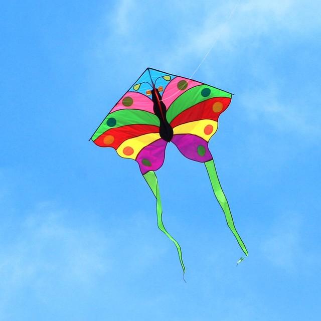 Envío de la alta calidad 6 unids/lote mariposa grande línea de la cometa ripstop tela de nylon al aire libre juguetes herramientas carrete de la cometa volando manga de viento