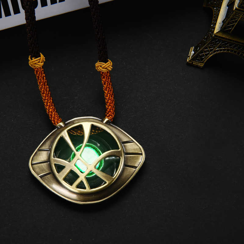 Superhéros cosplay film dr Strange Eye Of Agamotto Badge collier Cosplay Costumes Noctilucence accessoires