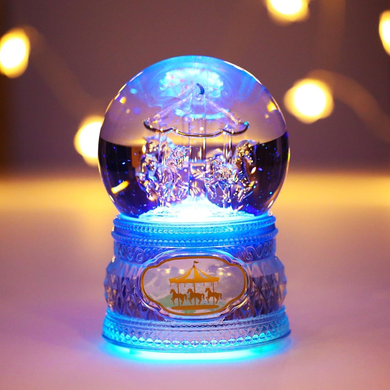 Musik Boîte Livraison Gratuite Tous Cristal Qui Coule Avec Lampe La Boîte À Musique de Boule Un Carrousel Lumière Flottant Neige de Valentine jour Cadeaux