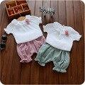 Новый 2016 летний ребенок костюм отложным воротником блузка + брюки 2 шт. малыша девушка одежды комплект милый младенцы девушки комплект для новорожденных пижамы