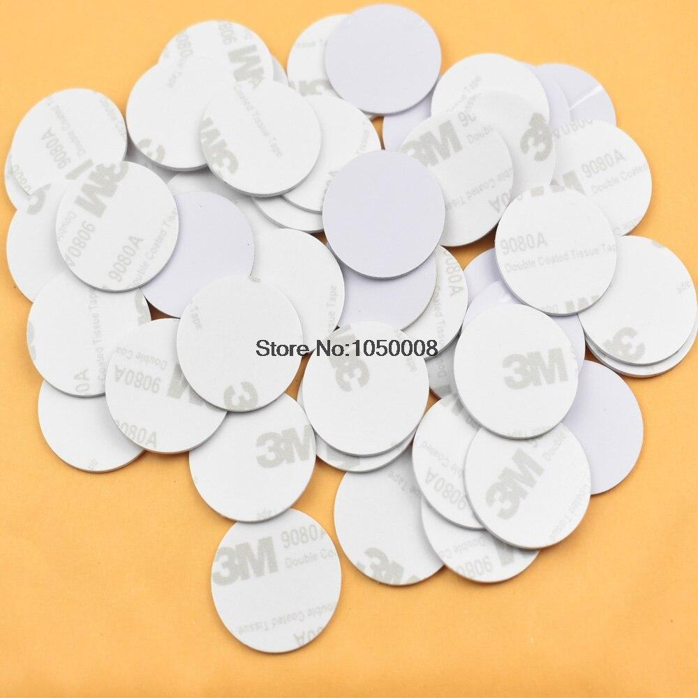 50 pcs/lot RFID 125 KHz 25mm T5577 Autocollant Réinscriptible Adhésif Coin Cartes Tag Pour Copie Forme Ronde PVC Matériel pour L'accès Contol