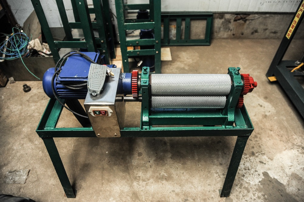 86*195mm electric bees wax foundation sheet machine electric motor beeswax comb foundation machine 86 250mm