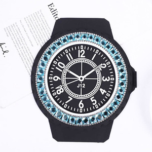 Image 4 - Auto Anti rutsch matte Diamant Uhr Anti slip Pad Diamant PVC Schaum Nicht slip Pad Für GPS handy Sonnenbrille Auto Zubehör