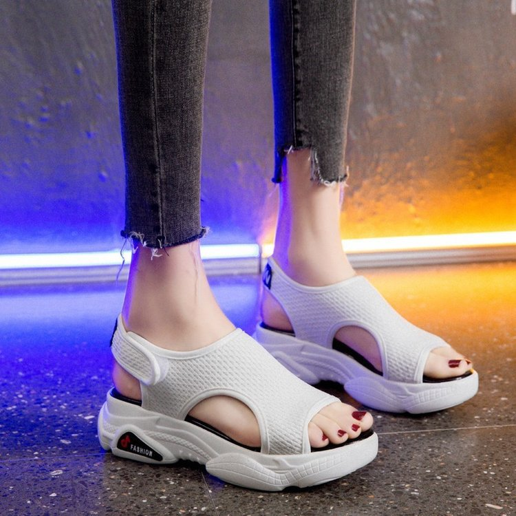 2019 new summer student flat shoes women's shoes beach sandals thick bottom casual wild sandals women(China)