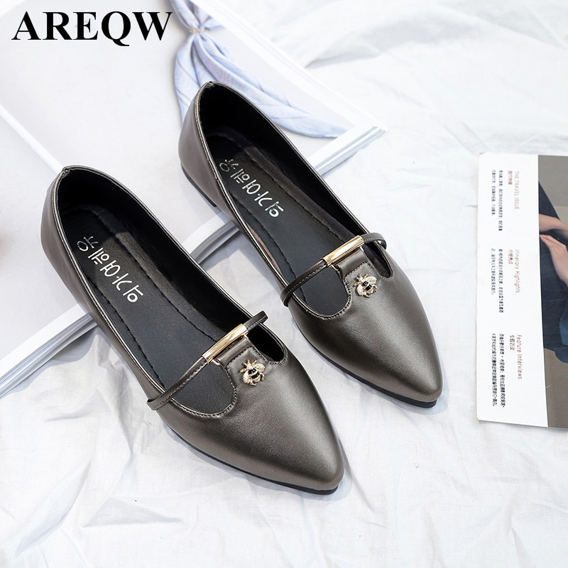 2017 spring new Korean version of the pointed shallow mouth flat women's shoes fashion comfortable shoes 2017 the new european american fashion horn bow pointed mouth shallow comfortable flat sheet metal red shoes tide size 35 41