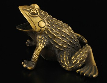 TNUKK   Elaborate Collectible Decorated Old Brass Handwork Frog Statue sculpture.