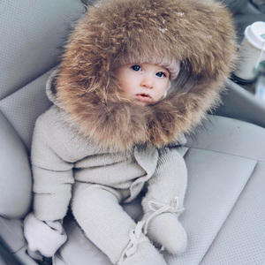 Image 1 - Infant Baby Strampler Winter Kleidung Neugeborenen Baby Junge Mädchen Strick Pullover Overall waschbär Pelz Mit Kapuze Kid Kleinkind Oberbekleidung