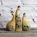 Fornecimento de cerâmica ornamentos animais conjuntos de sala de estar de três ornamentos enfeites de cerâmica galo amarelo