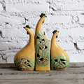 Suministro de animales de cerámica adornos salón amarillo conjuntos de tres adornos adornos gallo de cerámica