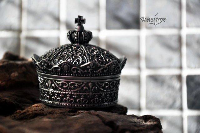 50pcs lot Fashion Metal Jewelry Case trinket box Vintage Carved Crown Design Tin alloy