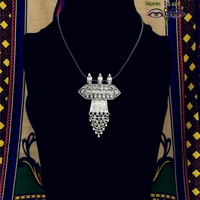 El yapımı Antik Gümüş Kolye Kolye Göçebe Insanlar Tarafından Yapılan Hindistan Yahudi Tribal Totem Saçaklı PU Deri Kordon Kolye