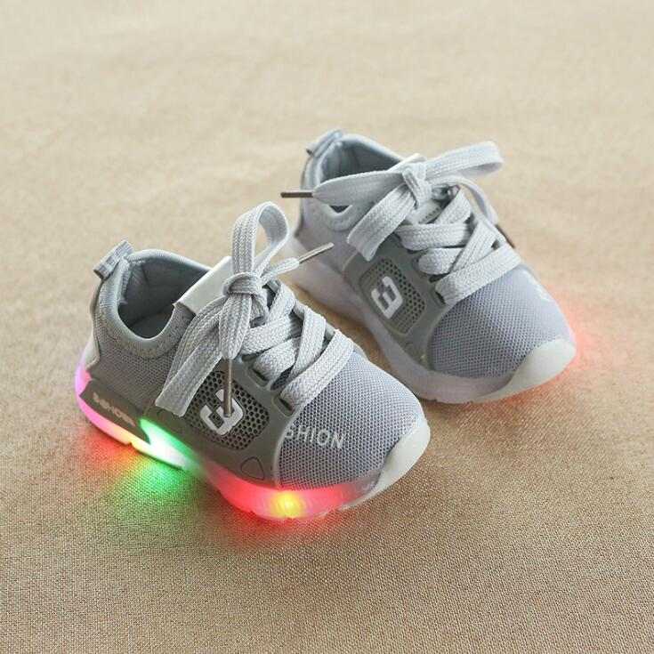 New European fashion LED lighted kids shoes cool hot sales children sneakers casual summer baby girls boys mesh shoesNew European fashion LED lighted kids shoes cool hot sales children sneakers casual summer baby girls boys mesh shoes