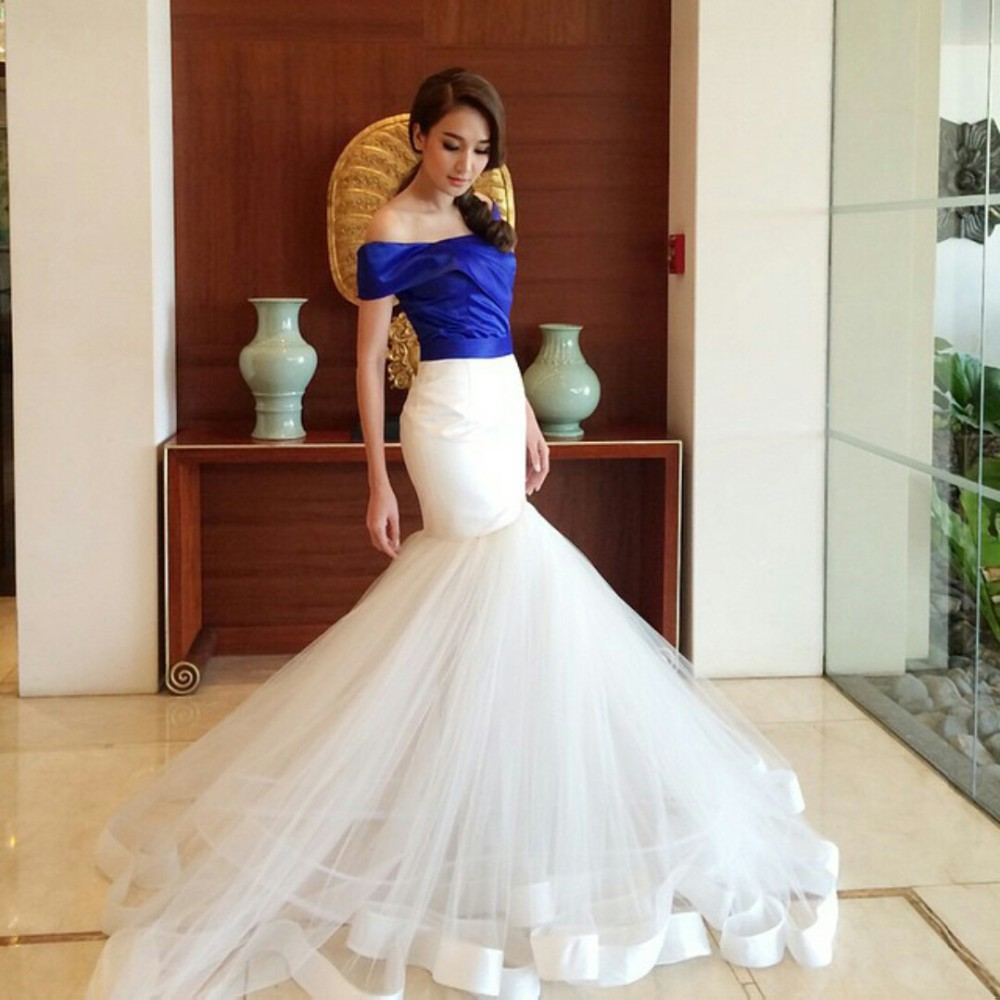 Royal blue and white mermaid gothic wedding dresses 2017 for Royal blue and white wedding dresses