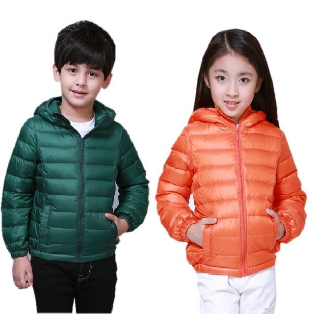 Nueva 2016 otoño marca muchachas de los muchachos 90% abajo chaqueta con capucha pato abajo capa caliente para niños Parkas niños 3 ~ 10 años KF035