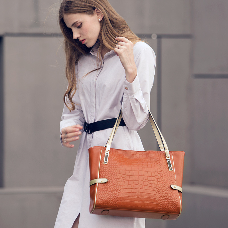 LUODUN Genuine Leather handbags female commuter bag the first layer of leather simple shoulder portable Messenger Messenger bag bag female new genuine leather handbags first layer of leather shoulder bag korean zipper small square bag mobile messenger bags
