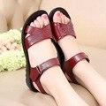 2016 nova maré feminino chinelos legais Ms lazer senhora verão sapatos de fundo sandálias de couro macio, sandálias de praia de idade mãe