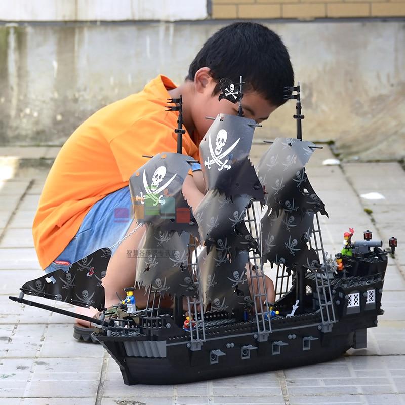 1184pcs Kazi Black Pearl Pirate Boat Building Blocks Mini figures Legoe Compatible Caribbean War Ship Brick DIY Toy For Children