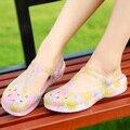 2016 Mujeres Del Verano Flip Flop Sandalias de La Manera Caliente de Las Mujeres Zuecos Sandalias Planos Del Talón de los Zapatos Del Jardín de Agujero Del Color Del Caramelo de La Gota gratis