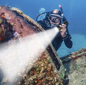Image 5 - ダイビング scub 懐中電灯 xml T6 L2 ダイビング led トーチランプ 200 メートル水中防水プロフェッショナルダイビングによる 2*18650 バッテリー