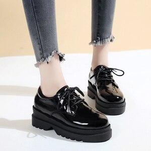 Image 2 - אירופאי אביב קטן נעלי נשים רטרו בריטי רוח 2019 חדש קוריאני גרסה של עבה בלעדי נעלי נעלי נשים אופנה
