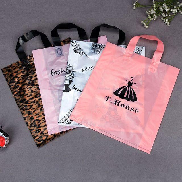Оптовая продажа, 500 шт./лот, бутик с индивидуальным принтом логотипа, высококачественные пластиковые пакеты для покупок с ручкой, одежда, подарочные пакеты для упаковки