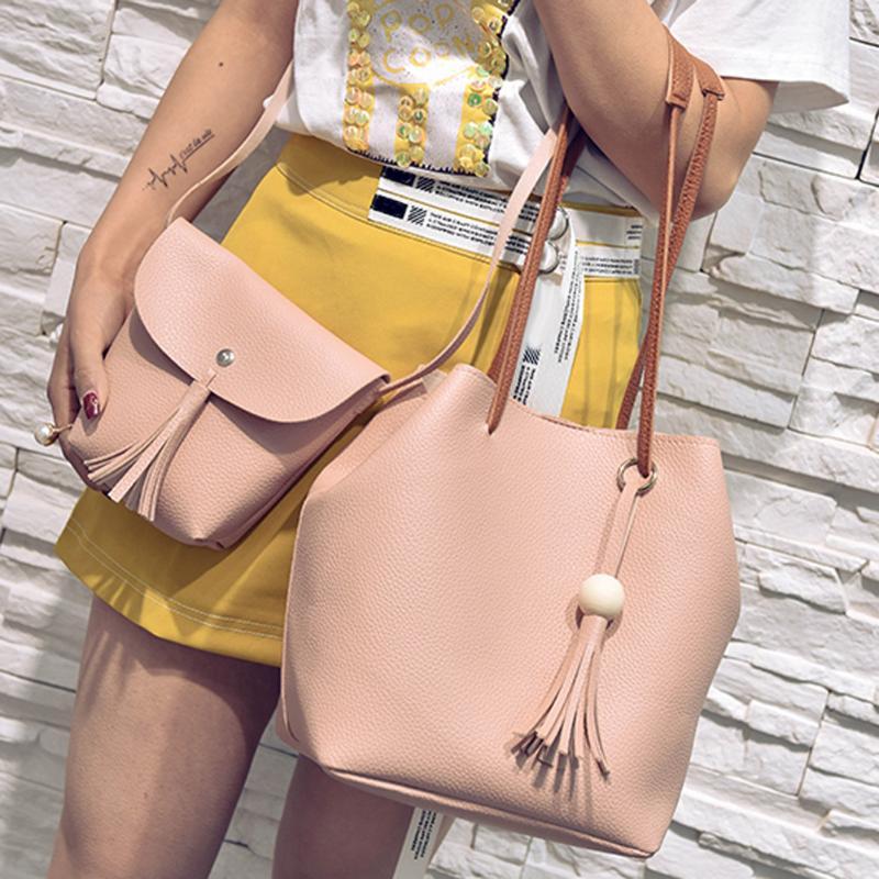 Dm Prime Fênix modelo com uma bolsa rosa