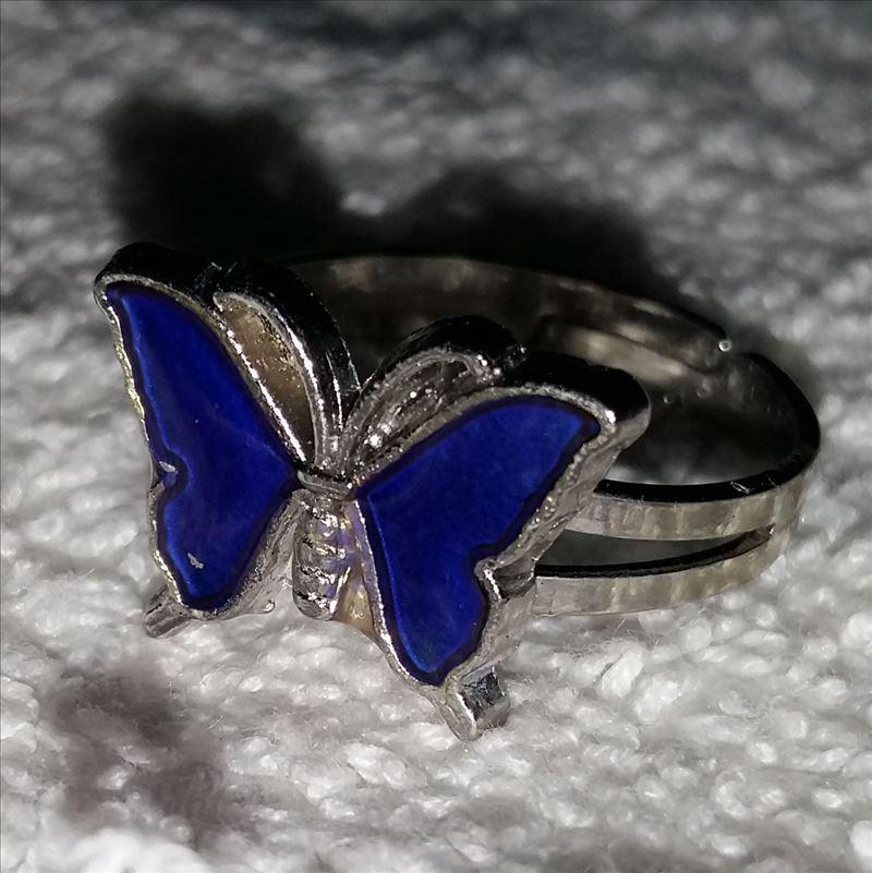 Super motyl ekskluzywny pierścionek zmienić kolor pierścień mix rozmiar zmienia kolor, aby temperatura twojej krwi 100 sztuk/partia w Pierścionki od Biżuteria i akcesoria na  Grupa 1