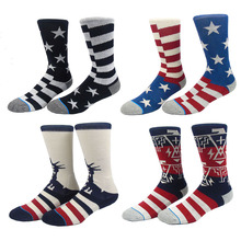 a4f796a4b010 xuangnaux Basketball Sock for Men USA Flag Star Skate Ski Sock Boneless  Straight Sox