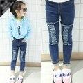 Novas Crianças do Outono Meados de Jeans Na Altura Do Joelho de Jeans Desgastados Buraco & 2-8 Anos de Idade As Crianças Calças Do Bebê Roupa da menina crianças criança