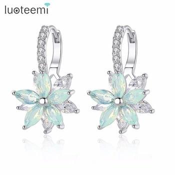 LUOTEEMI Cute Romantic Lovely Clear Stone Flower Shape Convenient Simple Stud Earrings