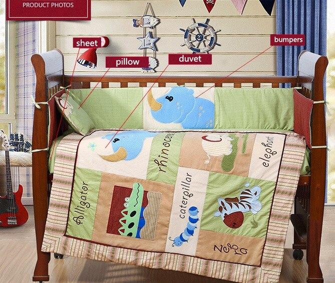 4 Stück Stickerei Baby Kindergarten Bettwäschesätze Quilt Stoßstange Blatt,( Bumper+duvet+sheet+pillow)