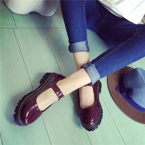 Image 3 - 빈티지 라운드 발가락 인형 단일 신발 preppy 스타일 버클 뒤꿈치 여성 패션 신발 패션 작은 가죽