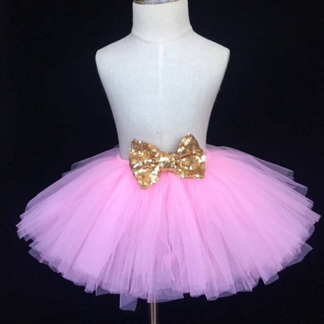 473d0c5a9566 US $5.68 5% OFF|Mädchen Rosa Tutu Rock Baby Fluffy Tüll Rock Birthday Party  rock mit Gold Satin Bogen Kinder Ballett Tutu Kinder Kostüm röcke in ...