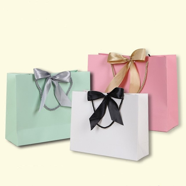 2018 new arrival paper gift bags with handles kawaii bowtie decoration favors bag handbags for shopping wedding party decoration