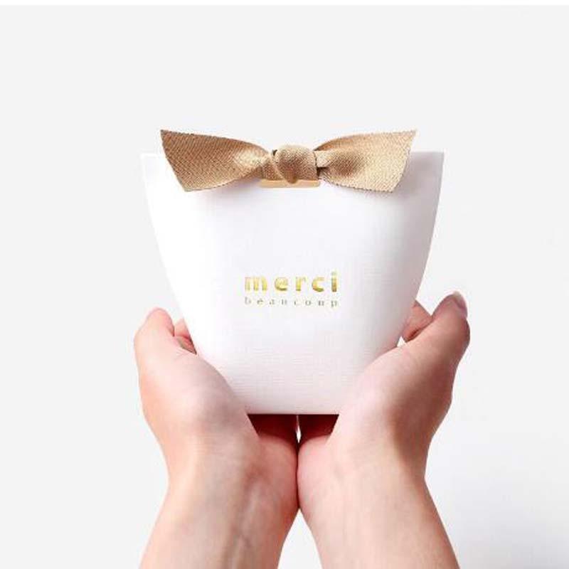 100pcs/50pcs/20pcs MERCI BEAUCOUP White Color Wedding Gift Boxes Paper Cake Box Baby Shower Favor Boxes Candy Box With Ribbon