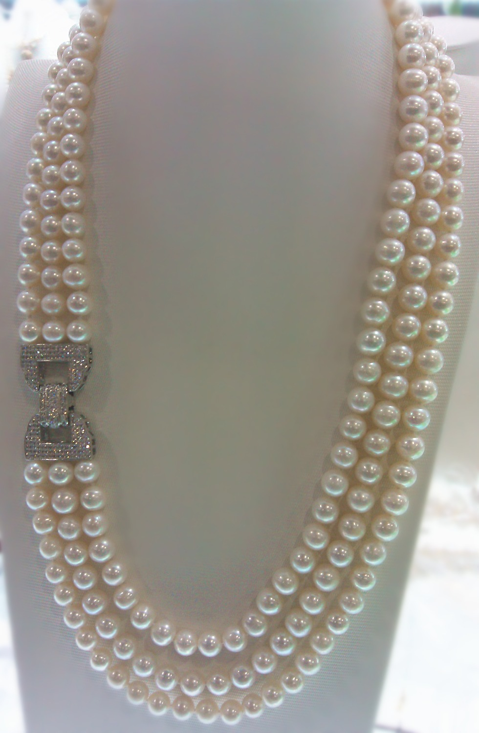 wholesale high quality 3rows natural AA 8-9mm white freshwater pearl necklace 002wholesale high quality 3rows natural AA 8-9mm white freshwater pearl necklace 002