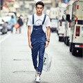 Los hombres de moda suelta overol de mezclilla ligeros Masculino casual estilo Coreano azul del mono de los pantalones Del Babero de mezclilla pantalones vaqueros de alta calidad