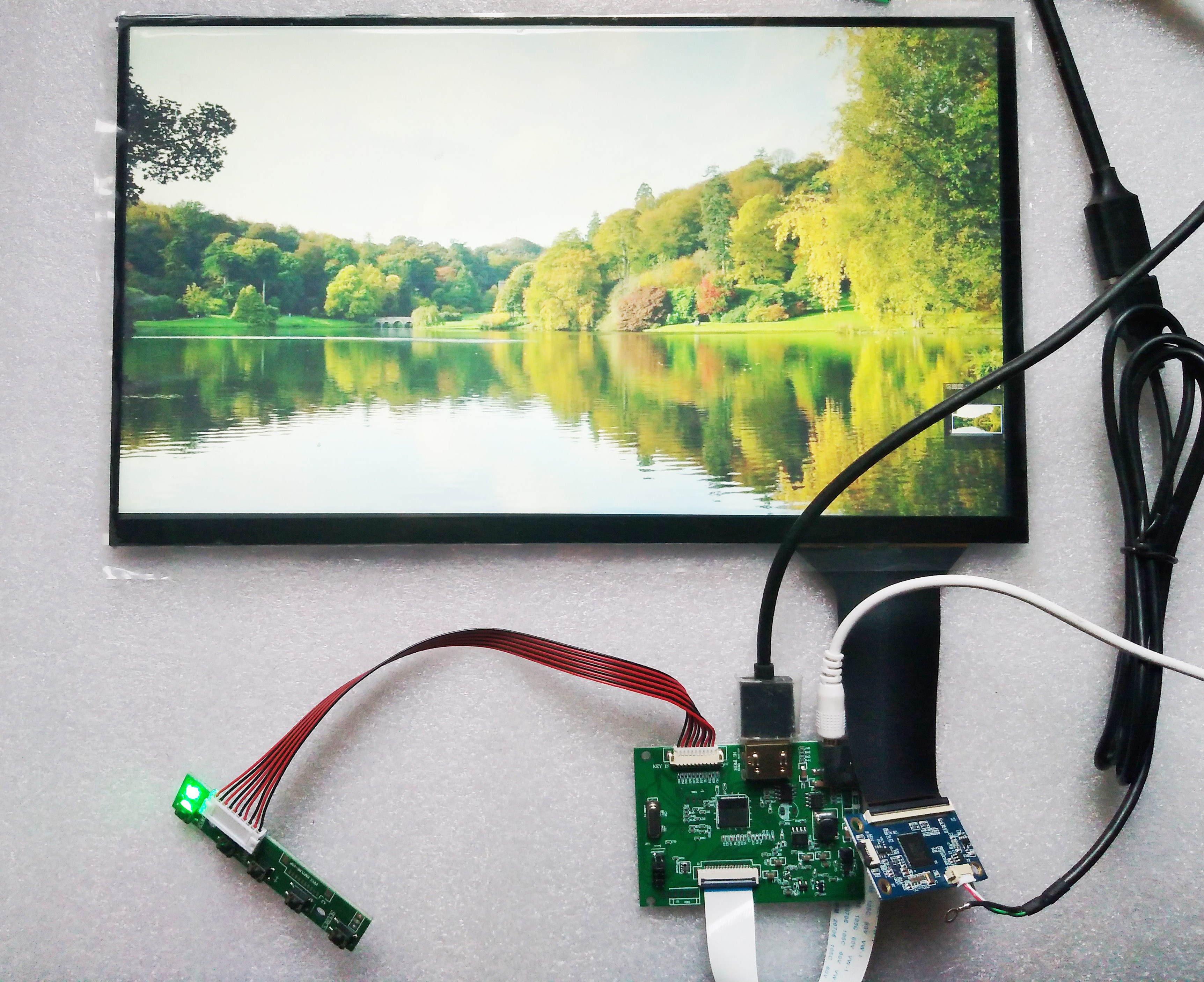 13.3 pouces lcd avec pilote et tactile 10 points support win7 win8 win10 Raspberry pI