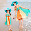 Moda vestidos de madre e hija familia mirada de la muchacha y de la madre ropa de juego de la familia mamá y yo vestidos de ropa de playa vestido de la familia