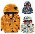 2016 otoño primavera bebé ropa infantil chicos zanja prendas de vestir exteriores de la chaqueta al aire libre impresión de la historieta del bebé prendas de vestir exteriores kikikids batman máscara