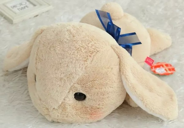 Bigger-Than-You-Think-AMUSE-Pote-Usa-Loppy-Cuddly-Bunny-Fluffy-Rabbit-Plush-Toy-Lying-Gesture (3)