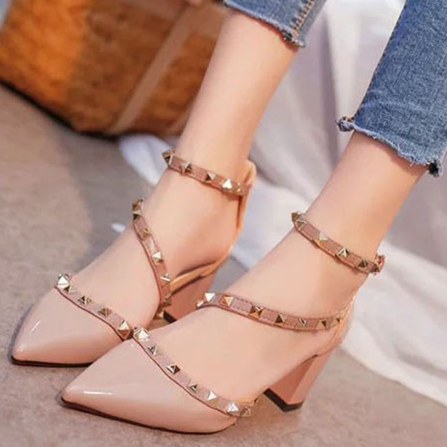2018 women pumps fashion rivets women sandals comfortable middle heels quality platform high heels summer autumn heels wedding