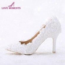 dea5511703 Sapato de Bico fino Branco de Renda e Pérola de Noiva Sapatos de Casamento  Sapatos Feitos À Mão da Festa de Aniversário de Dança.
