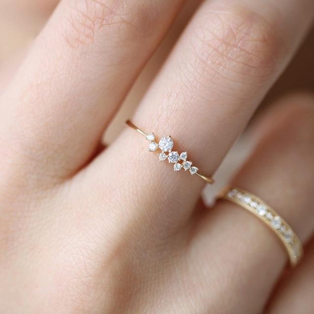 63bdb7555695 Simple Cubic Zirconia piedra pequeña fino anillo de oro anillos de  compromiso para las mujeres Boho