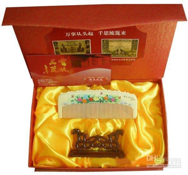 New!Guaranteed 100% Chinese Characteristics gift very beautiful boxwood comb suited to give women characteristics gift spun gold wood golden couple wedding gift j new guaranteed 100% chinese