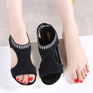 Image 4 - STQ Sandalias para mujer planas cómodas con cuña y talón descubierto, zapatos de verano, calzado de playa, 2020